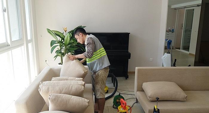 Dịch vụ giặt ghế sofa tại nhà Anh Thư