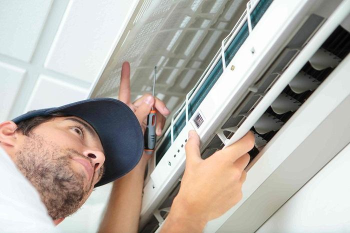 Dịch vụ vệ sinh máy lạnh Điện lạnh Bá Tuấn