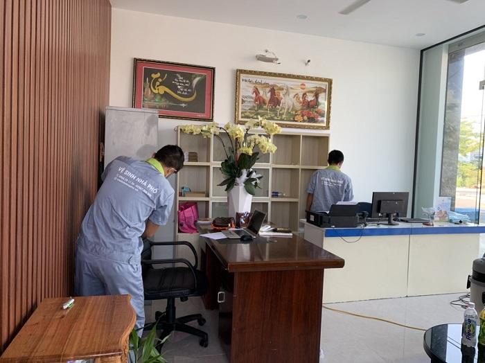 Dịch vụ vệ sinh văn phòng Vệ sinh 24H